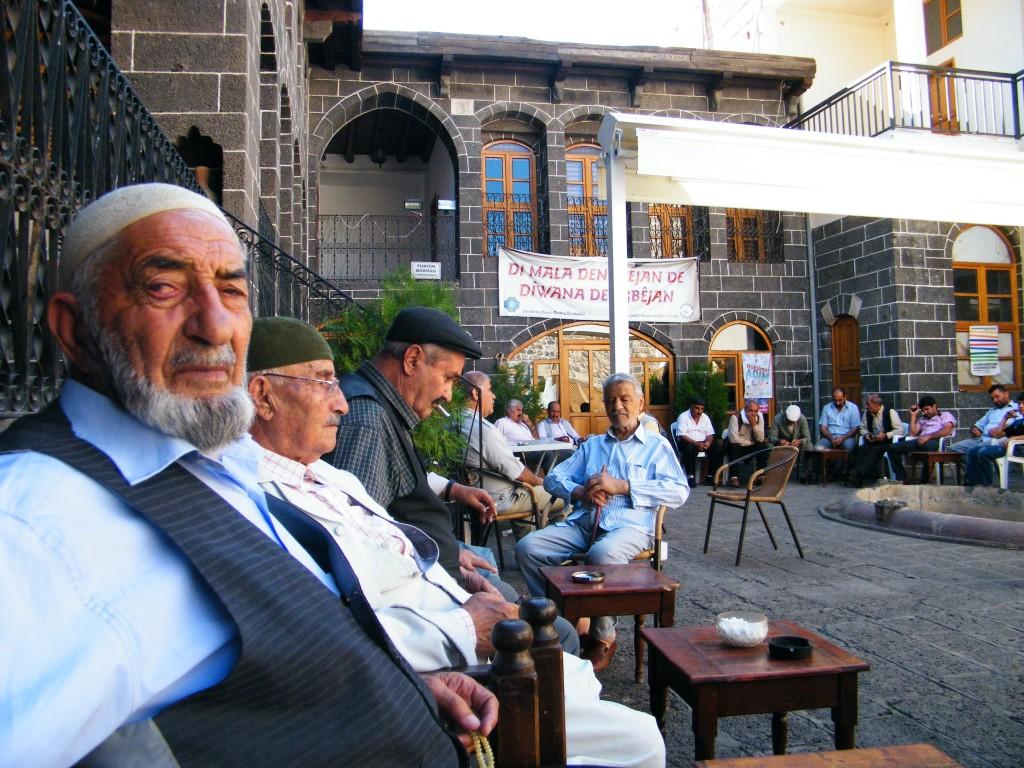 kurdos acuden a la Casa de los cantantes