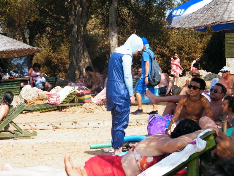 Bañador de una mujer musulmana que me llamó la atención en la playa de la Isla Cleopatra