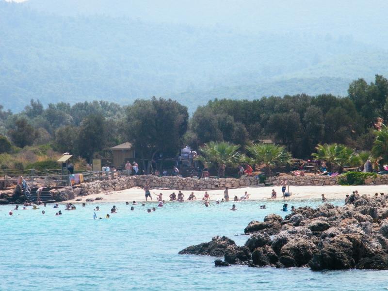 La arena y la playa de la Isla Cleopatra es realmente especial