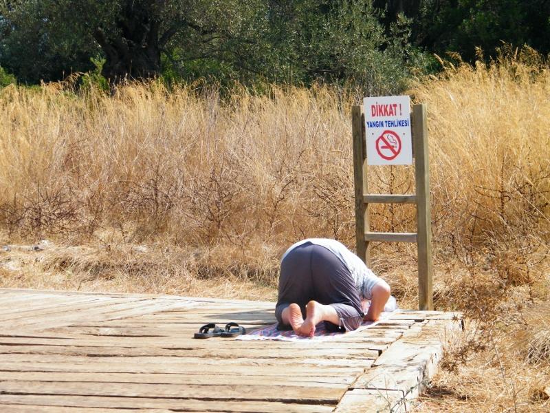 Hombre rezando en la Isla Cleopatra/ Turquía. J.M