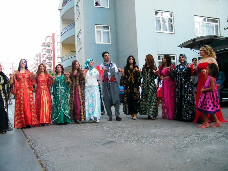 Celebración de una boda kurda