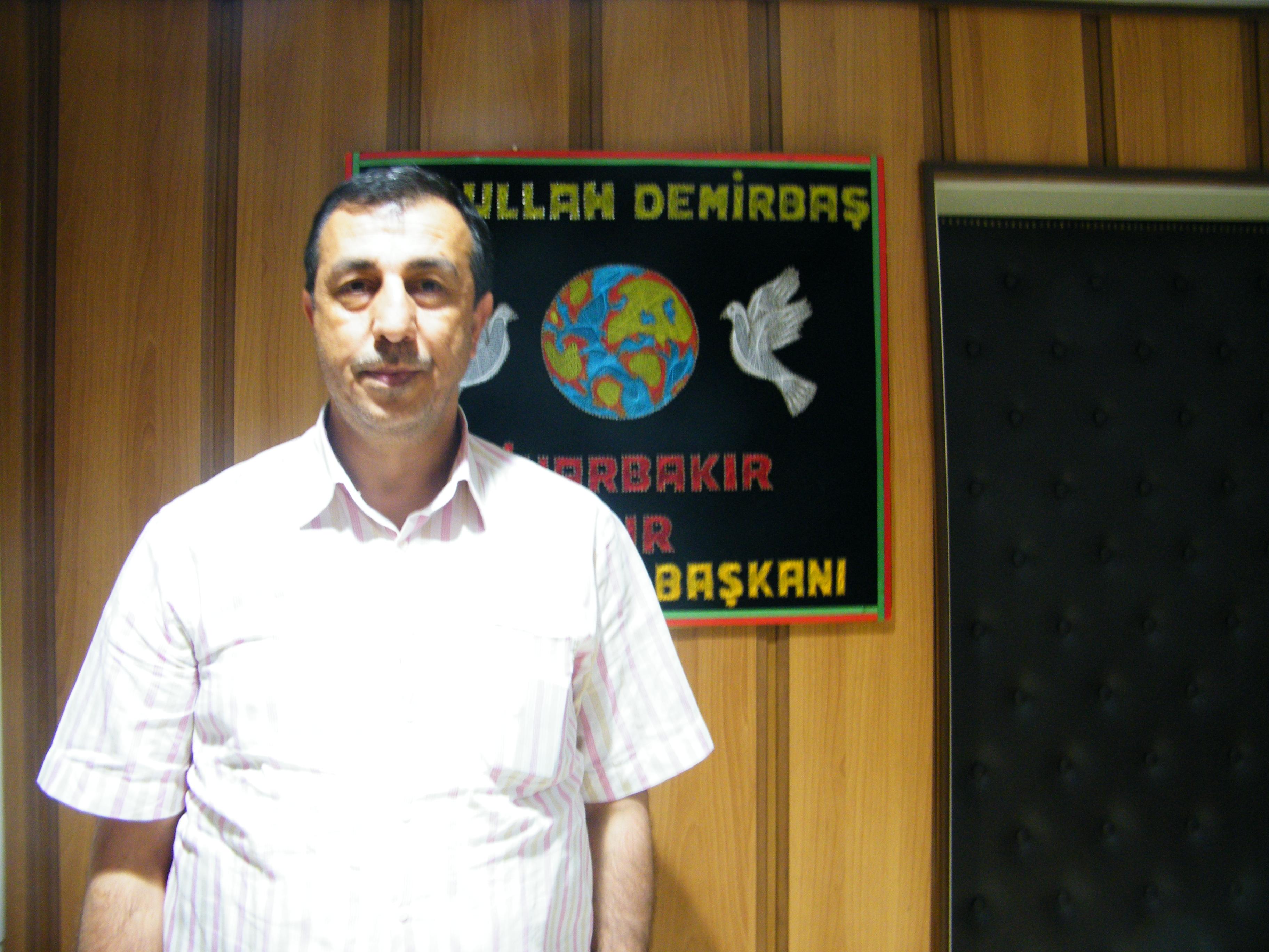 Abdullah Demirbas responde a las preguntas sobre el proceso de paz