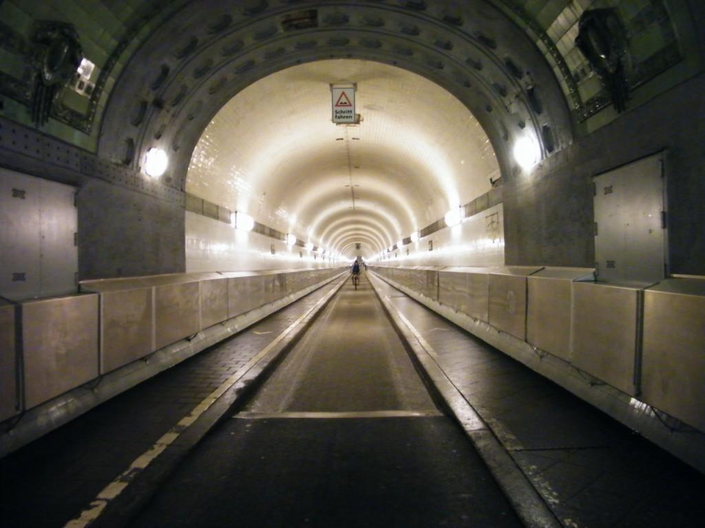 túnel que une ambos lados de Hamburgo