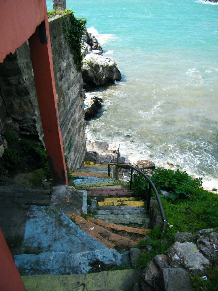 escaleras que bajan al Mar negro