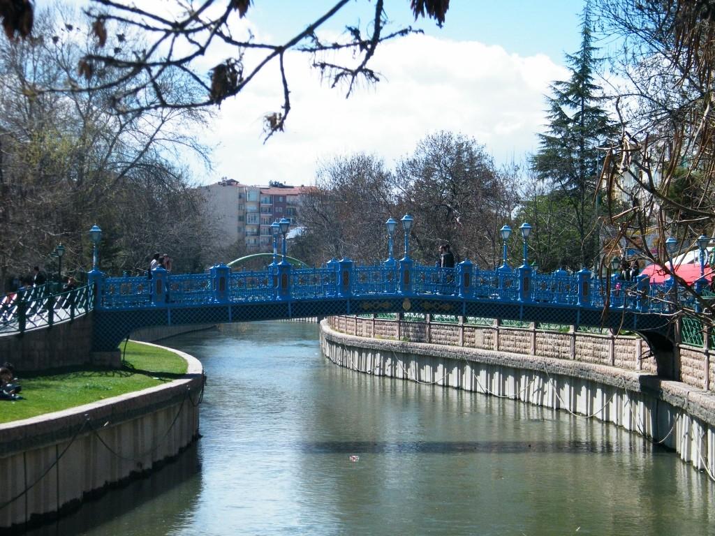 puentes con colores en Eskisehir