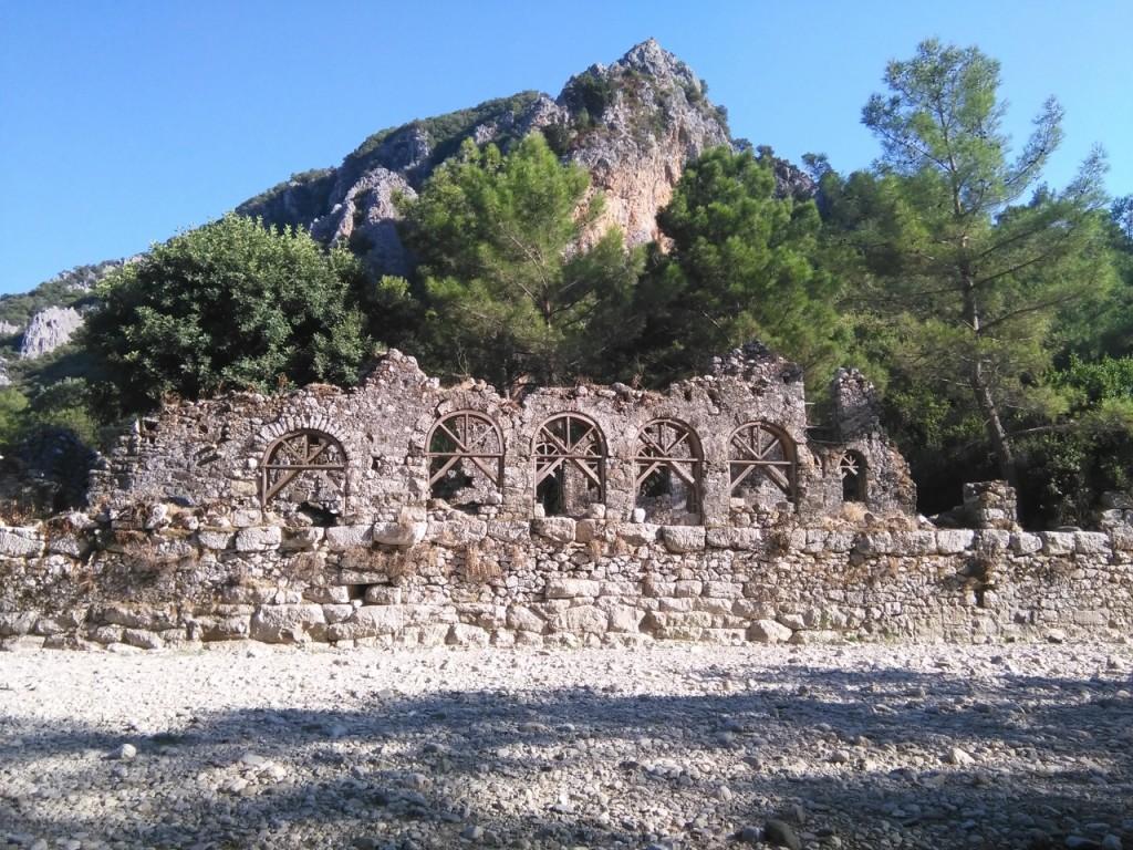 ruinas de Olympus para acceder a la playa