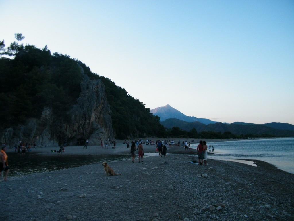 se cierra la playa de Olympus a las 20.00 h