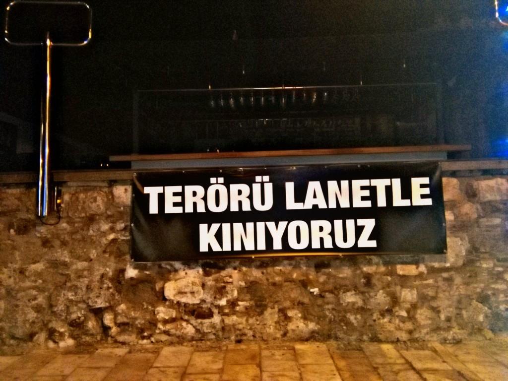 cartel contra el terror en Bodrum