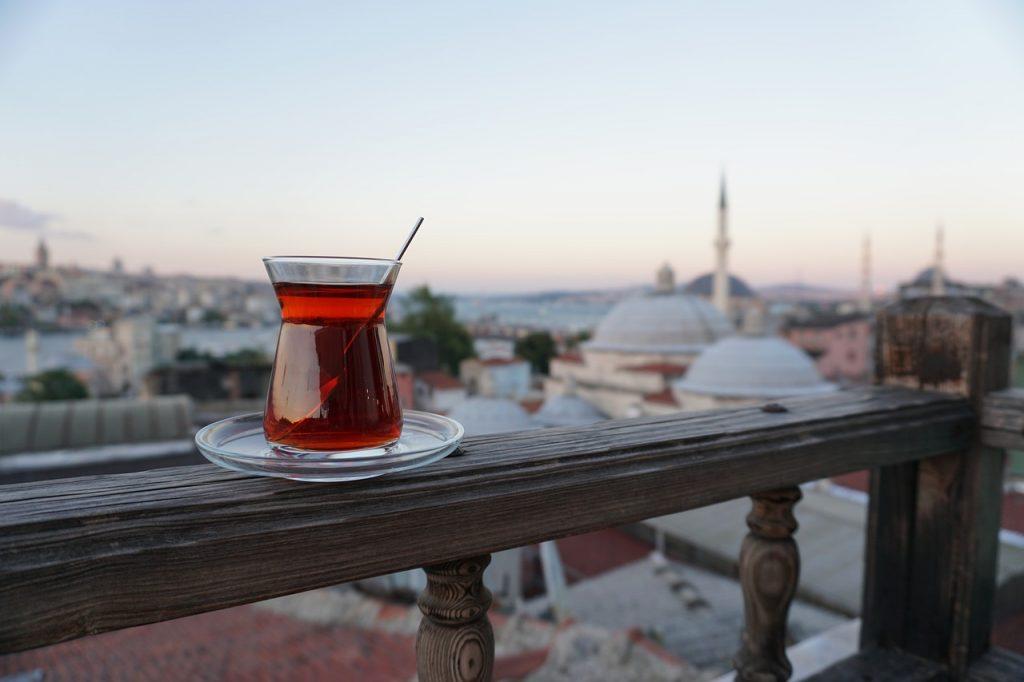 la tradición y la costumbre de beber té en turquía