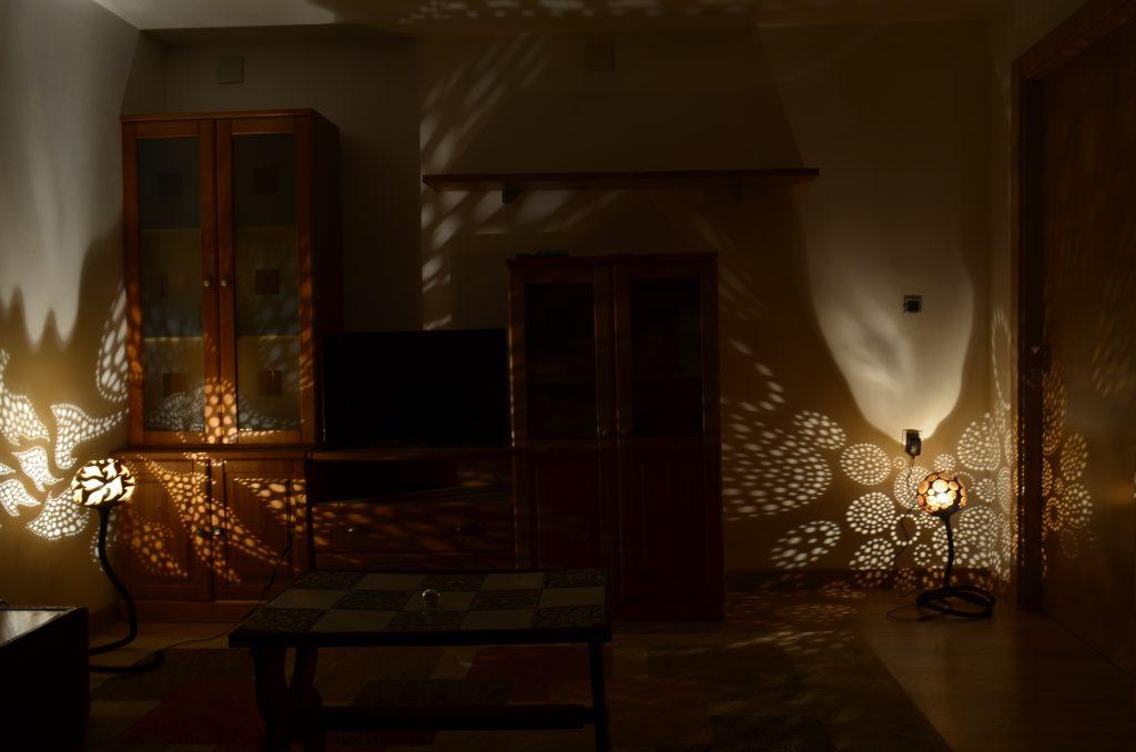 efecto de la lámpara ambiental de calabaza readaptada a la artesanía en el país vsco